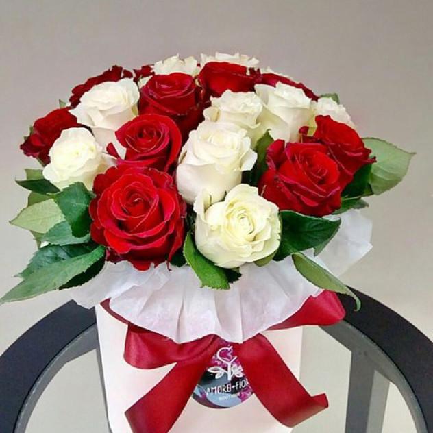 Композиция из 25 роз в коробке