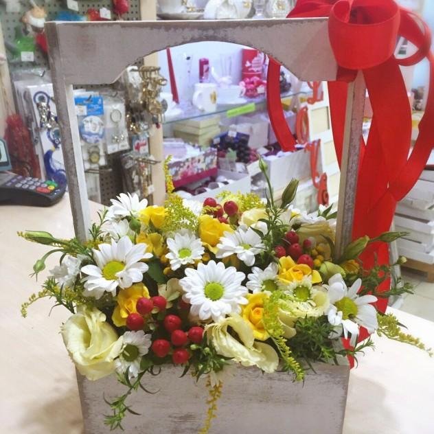 Микс сезонных цветов в ящике