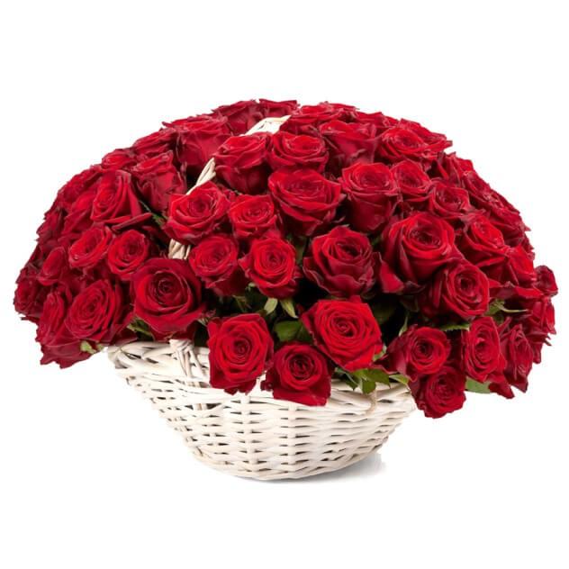 Роза красная в корзине